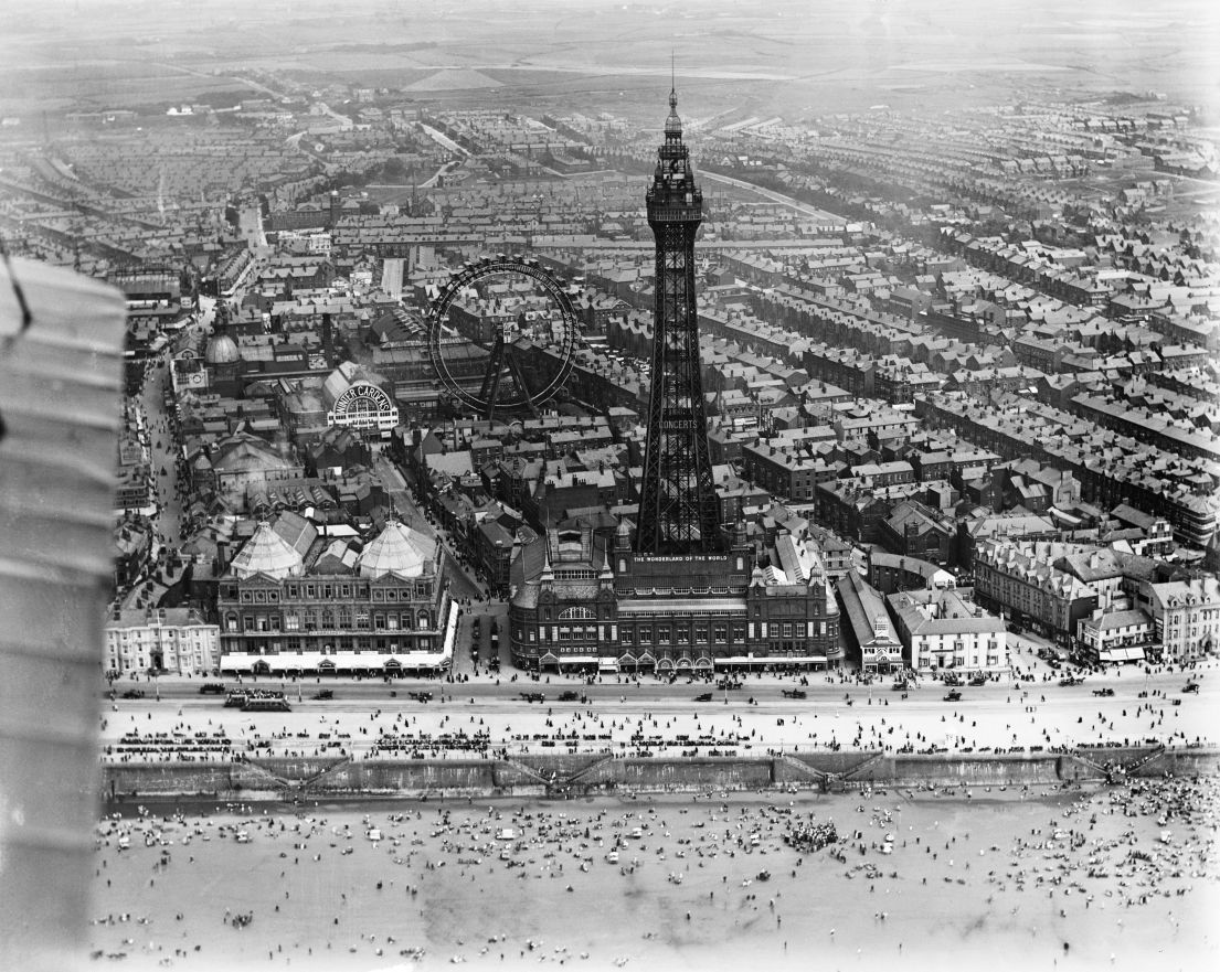 1.BlackpoolTower 1105 881 80 s - Blackpool tower at 125